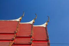 För himmeltempel för buddistisk tempel gavel Arkivfoton