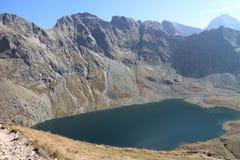 För Hincovo för VeÄ ¾ké sjö pleso i den Mengusovska dolinadalen, höga Tatras arkivbilder