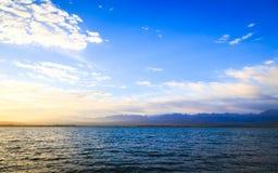 för hinkdag för strand härlig spade för kugge för fokus Royaltyfria Bilder