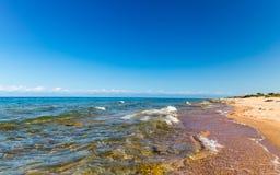 för hinkdag för strand härlig spade för kugge för fokus Arkivbilder