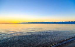 för hinkdag för strand härlig spade för kugge för fokus Arkivfoto