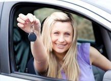 för holdingtangent för chaufför entusiastiskt barn Arkivfoton
