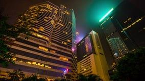 För Hong Kong för natt ljust porslin för schackningsperiod för tid för panorama 4k modernt arkitektur lager videofilmer