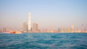 För Hong Kong för solnedgångsolljus porslin för schackningsperiod för tid för panorama 4k för hamn för fjärd hotell arkivfilmer