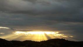 För hoppsolsken för molnig himmel tecken för gud för soluppgång Royaltyfri Fotografi