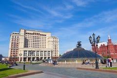 För hotellMoskva för fyra säsonger byggnad på den Manezh fyrkanten i Moskva Royaltyfri Foto