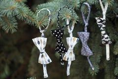 För ¡ hristmas för Closeup Ð garnering för träd med girlanden av bowtie Fotografering för Bildbyråer