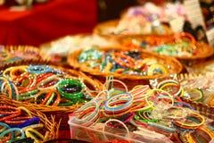 för india för bangles färgrik detaljhandel marknad Royaltyfri Fotografi
