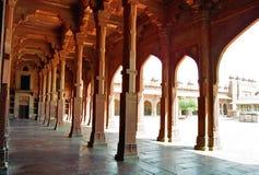 för india för kolonnkorridorfatehpur sikri red Royaltyfria Bilder
