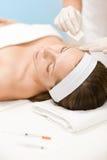 För injektionsalong för BOTOX® kosmetisk kvinna Arkivbild
