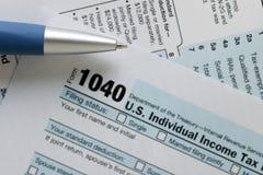 För inkomstskattretur för Förenta staterna federalt dokument för IRS 1040 royaltyfria foton