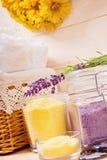för inställningsbrunnsort för bad naturlig salt handduk Royaltyfri Foto
