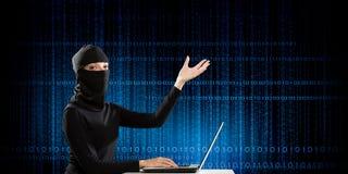 för internetframförande för begrepp 3d säkerhet Blandat massmedia Arkivbilder
