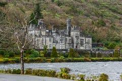 för ireland för ram för abbeyfacadefokus medelnear struktur kylemore Royaltyfri Bild