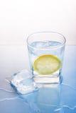 för iscitron för drink nytt vatten Arkivfoto