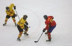 För ISHOCKEYVÄRLD för 2017 IIHF MÄSTERSKAP - Rumänien vs Spanien arkivfoto