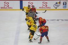 För ISHOCKEYVÄRLD för 2017 IIHF MÄSTERSKAP - Rumänien vs Spanien royaltyfri bild