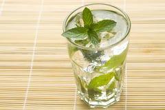 för islimefrukt för coctail kall kubansk mojito för mint arkivbilder