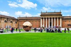 för italy för bollborggård guld- rome museum skulptur vatican royaltyfria foton