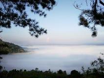 för italy lombardy för dimma för brixiacoveringdelle hav valle för region för landskap messi royaltyfria bilder