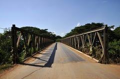 För järn utomhus- för bro land för väg långt Royaltyfri Fotografi