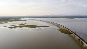 För järnvägPA Sak för den flyg- sikten förbudet Kok för fördämningen Slung Lopburi Thailand Royaltyfria Foton