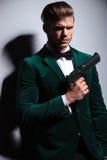 För James Bond för ung man typ asassin Arkivfoto