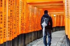 för japan kyoto för fushimiportinari torii relikskrin Arkivfoto