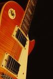 För jazzgitarr för tappning elektrisk closeup på svart bakgrund grunt djupfält Royaltyfria Foton