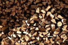 För journalbunt för brand Wood hög av vedträuppvärmningbränsle Royaltyfri Bild