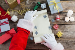 för julclaus för blankt kort santa för papper för holding hälsning scroll Fotografering för Bildbyråer