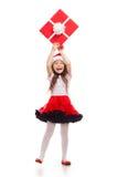 För julgåva för barn hållande ask i hand isolerat arkivfoton
