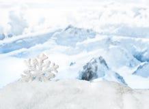 för juloklarheter för bakgrund ser blå lägre för kullar för lutning för flakes för färger sammansättning räknad horisontalmin por royaltyfria bilder