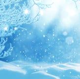 för juloklarheter för bakgrund ser blå lägre för kullar för lutning för flakes för färger sammansättning räknad horisontalmin por Royaltyfria Foton