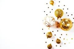 för julsammansättning för bauble blått exponeringsglas en modell av guld- julbollar och stjärnor från över Lekmanna- lägenhet, bä Arkivfoto