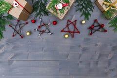 för julsammansättning för bauble blått exponeringsglas Jul gåva, julgran, filialer, Arkivbilder