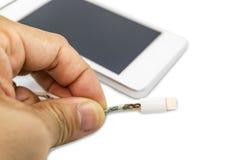 För kabeltelefon för fara osäker brist för uppladdare av skada på vit bakgrund arkivbilder