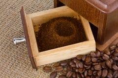 för kaffe grinderjordning nytt Fotografering för Bildbyråer