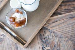 för kaffeis för hjärta form fryst kuber och vaniljglass med M Fotografering för Bildbyråer