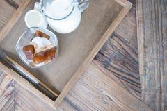 för kaffeis för hjärta form fryst kuber och vaniljglass med M Royaltyfria Foton
