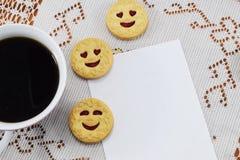 För kaffevesenie för morgon varmt pechenie och ställe för lyckönskan Royaltyfria Bilder