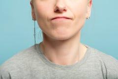För kantmissnöje för kvinna komprimerat missnöje för agg arkivbild