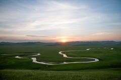 För Khan Mongolian för guld- hord för Mergel flodstrand stammar stäpp royaltyfria bilder