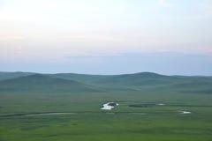 För Khan Mongolian för guld- hord för Mergel flodstrand stammar stäpp arkivfoto