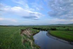 För Khan Mongolian för guld- hord för Mergel flodstrand stammar stäpp royaltyfri bild