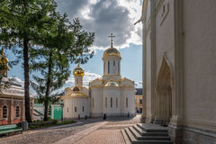 för kiev för arkitekturdomkyrkagud helig serve ställe till trinitytroyeshchinaen Arkivfoto