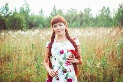 för klänning kvinna utomhus fotografering för bildbyråer