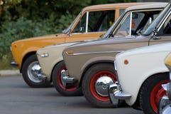För klassikerguling för tappning gammal taxi I Arkivbild
