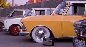 För klassikerguling för tappning gammal taxi I Fotografering för Bildbyråer