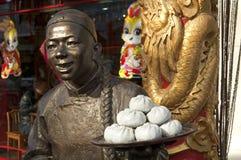 för klimpkök för pojke kinesisk staty Royaltyfri Foto